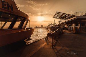 Sonnenuntergang an den Hamburger Landungsbrücken