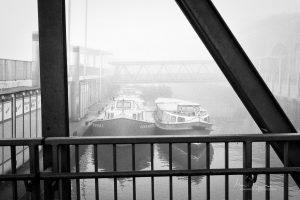 Barkassen im Hamburger Hafen warten auf Kundschaft