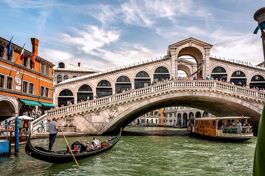 Rialto Brücke über dem Canal Grande in Venedig